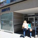 Ingreso de la oficina del Ministerio de Vivienda y Urbanismo en la Araucanía. Su ingreso cuenta con accesibilidad universal.