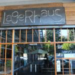 El bar Lagerhaus, ubicado en el Paseo Los Suizos de Avenida Alemania en Temuco destaca por su accesibilidad.