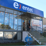 En el mismo sector, vemos esta oficina de Entel que no es accesible.