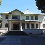 Museo de la Araucanía, Temuco. Cuenta con un acceso para personas con discapacidad por el costado derecho.