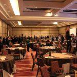 El público hace una ronda gigante en todo el Salón San Cristóbal para dar finalizado el lanzamiento de Ronda Chile,