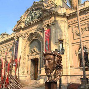 Frontis del Museo Nacional de Bellas Artes.
