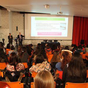 Miguel Ángel Verdugo exponiendo en el seminario