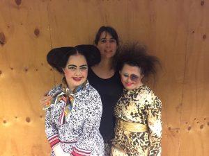 Fotografía de Maria Luisa Castillo, productora de la compañía junto a parte del elenco